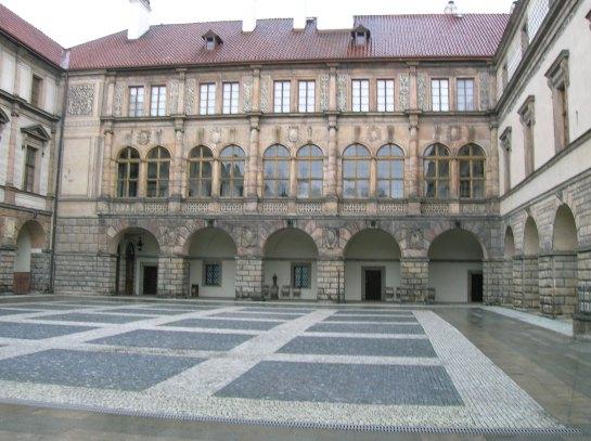 Nelahozeves courtyard