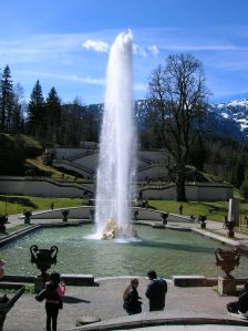 A stunning fountain at Linderhof Palace