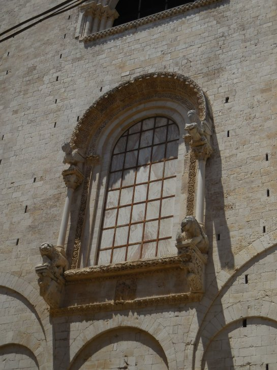 PUGLIABitontocathwindow