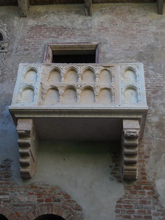 VeronaJbalcony4